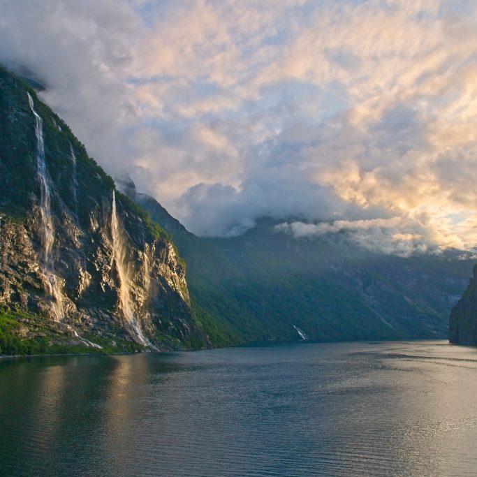 Schiffsreise | Island Umrundung und Fjorde Norwegen (ISH1)